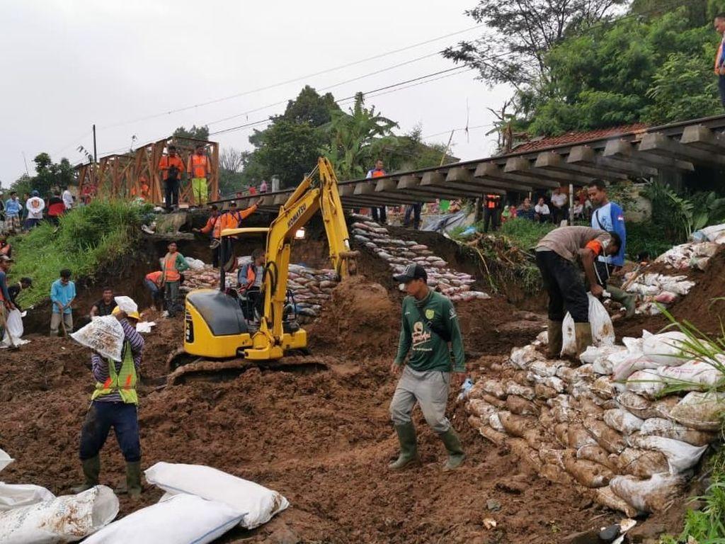 Perbaikan Jalur Kereta Api Lintas Bogor Sukabumi