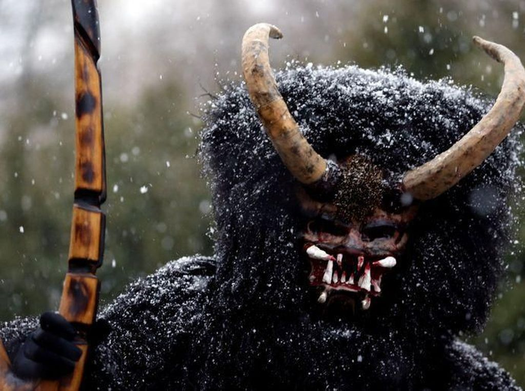 Sambut Natal, Negara Ini Punya Tradisi Iblis Bertopeng