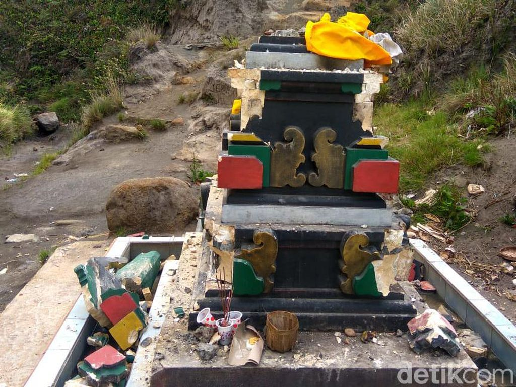 2 Bangunan Sembahyang Umat Hindu di Bromo Rusak, Penyebab Masih Misterius