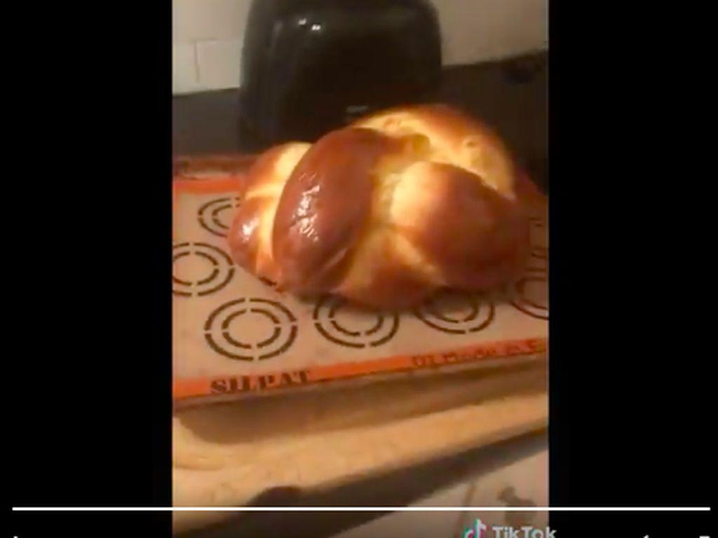 Ramai Video Bikin Roti Pakai Bedak Bayi, Netizen: Dapurnya Pasti Wangi!
