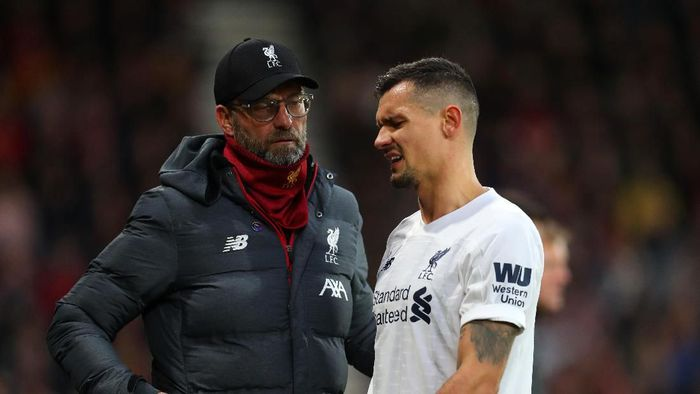 BOURNEMOUTH, ENGLAND - DECEMBER 07: Jurgen Klopp manager of Liverpool with an injured Dejan Lovren of Liverpool during the Premier League match between AFC Bournemouth and Liverpool FC at Vitality Stadium on December 07, 2019 in Bournemouth, United Kingdom. (Photo by Catherine Ivill/Getty Images)
