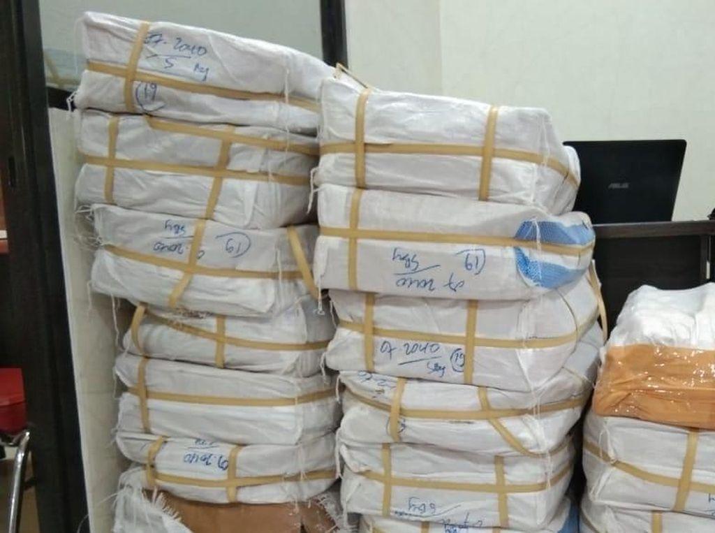 Pemesan 2 Juta Pil Koplo Lewat Ekspedisi di Surabaya Dibekuk
