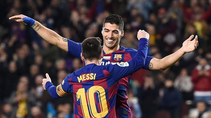Barcelonas Argentine forward Lionel Messi celebrates his third goal with Barcelonas Uruguayan forward Luis Suarez during the Spanish League football match between FC Barcelona and RCD Mallorca at the Camp Nou stadium in Barcelona on December 7, 2019. (Photo by Josep LAGO / AFP)
