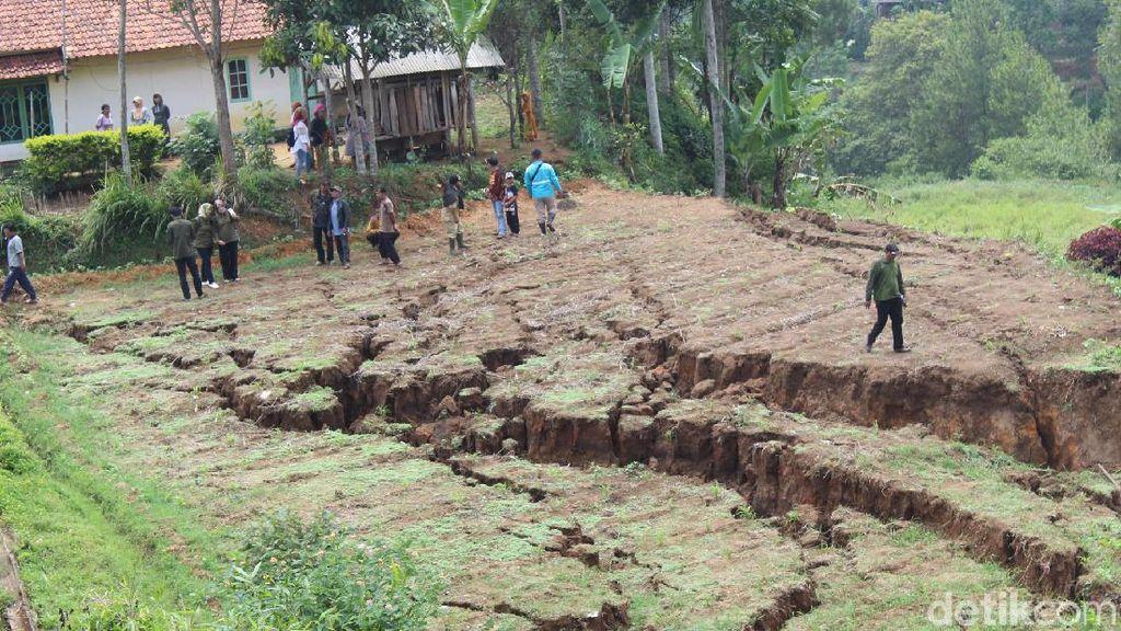 Ini Penampakan Pergerakan Tanah di Bandung Barat