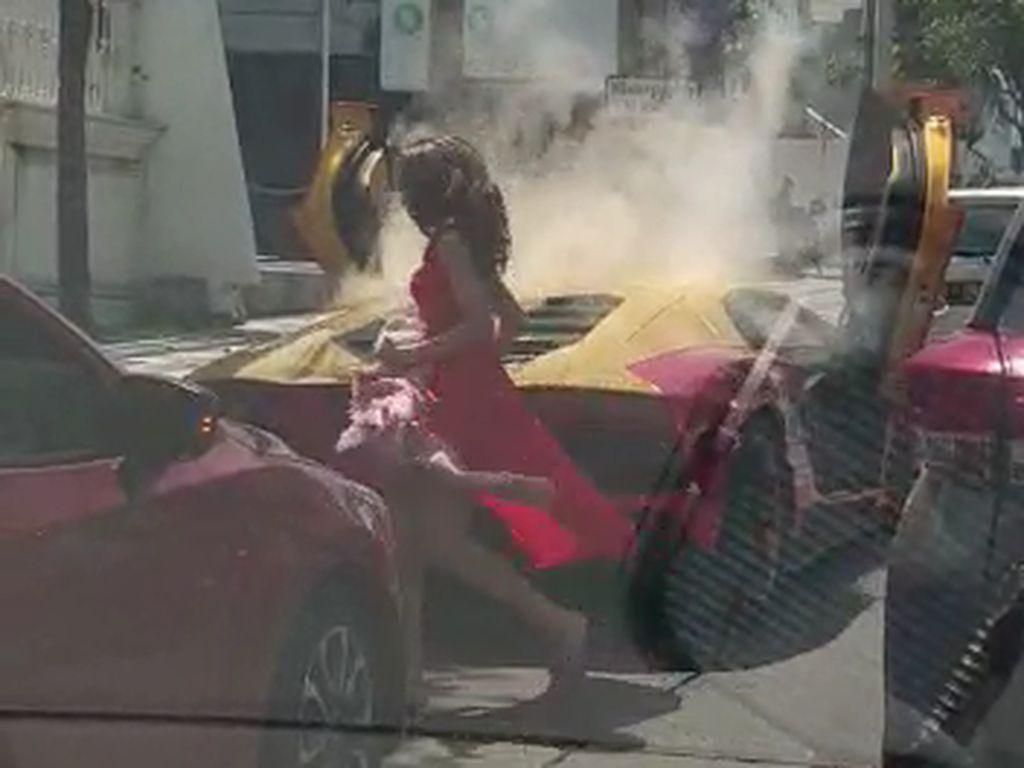 Polisi Selidiki Legalitas Lamborghini yang Viral Terbakar di Surabaya
