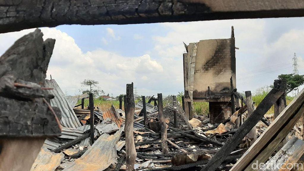 Dibakar Pacar, Rumah Siti Hangus dan Rata dengan Tanah
