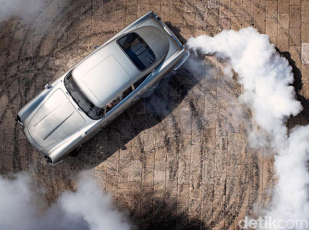 James Bond Kembali Pakai Mobil Klasik Aston Martin DB5