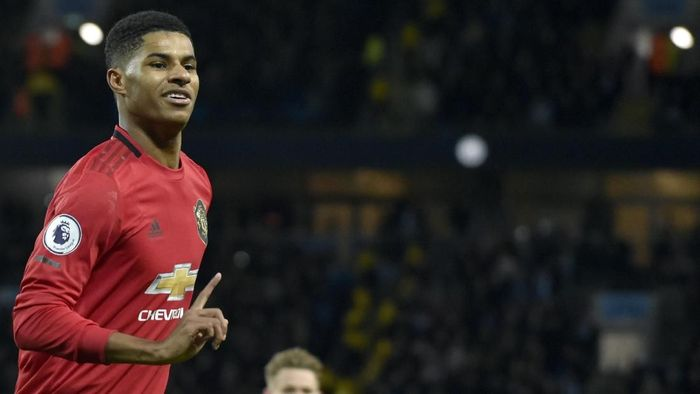 Manchester Uniteds Marcus Rashford celebrates after scoring his sides opening goal from the penalty spot during the English Premier League soccer match between Manchester City and Manchester United at Etihad stadium in Manchester, England, Saturday, Dec. 7, 2019. (AP Photo/Rui Vieira)