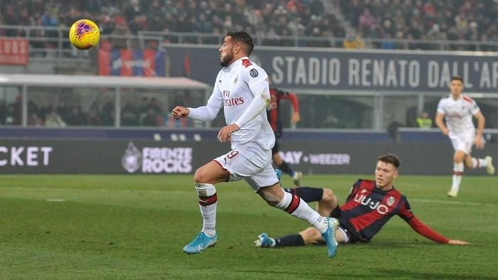 Theo Hernandez sukses menjebol gawang Bologna. Foto: Mario Carlini /Iguana Press/Getty Images