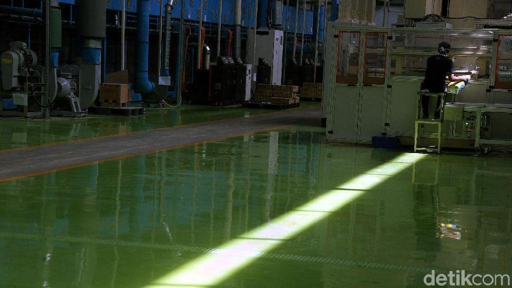 Mengintip Teknologi Anyar dari Pabrik Pembalut di Karawang