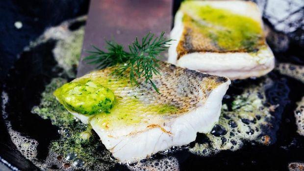 Ilustrasi menggoreng ikan