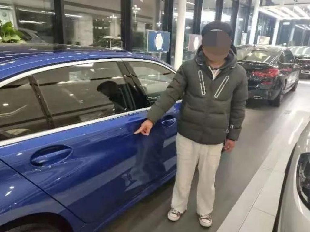 Minta Mobil ke Bapak, Pria Ini Sengaja Lecetin BMW di Showroom