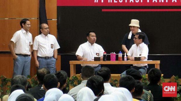 Sejumlah menteri Kabinet Indonesia Maju tampil dalam Pentas Prestasi Tanpa Korupsi di SMKN 57, Jakarta, Senin (9/12).