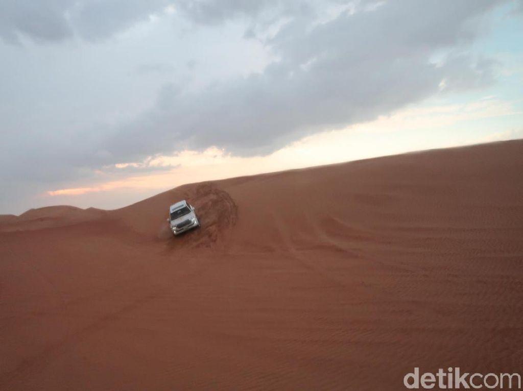 Foto Gurun Dubai dalam Safari Desert