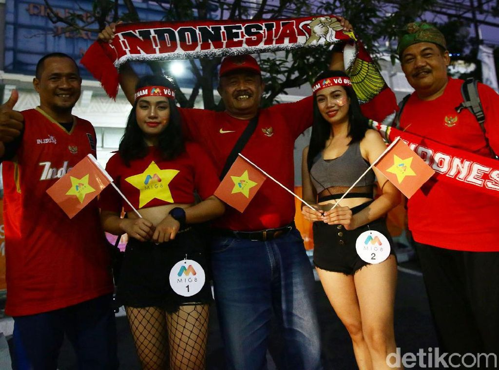 Beragam Gaya Suporter di Final Indonesia vs Vietnam