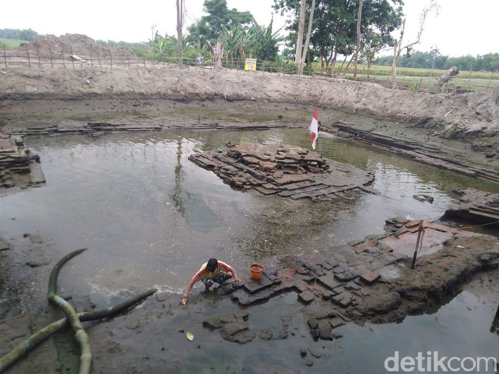 Dua Struktur Purbakala Ditemukan Terpendam di Petirtaan Suci Majapahit
