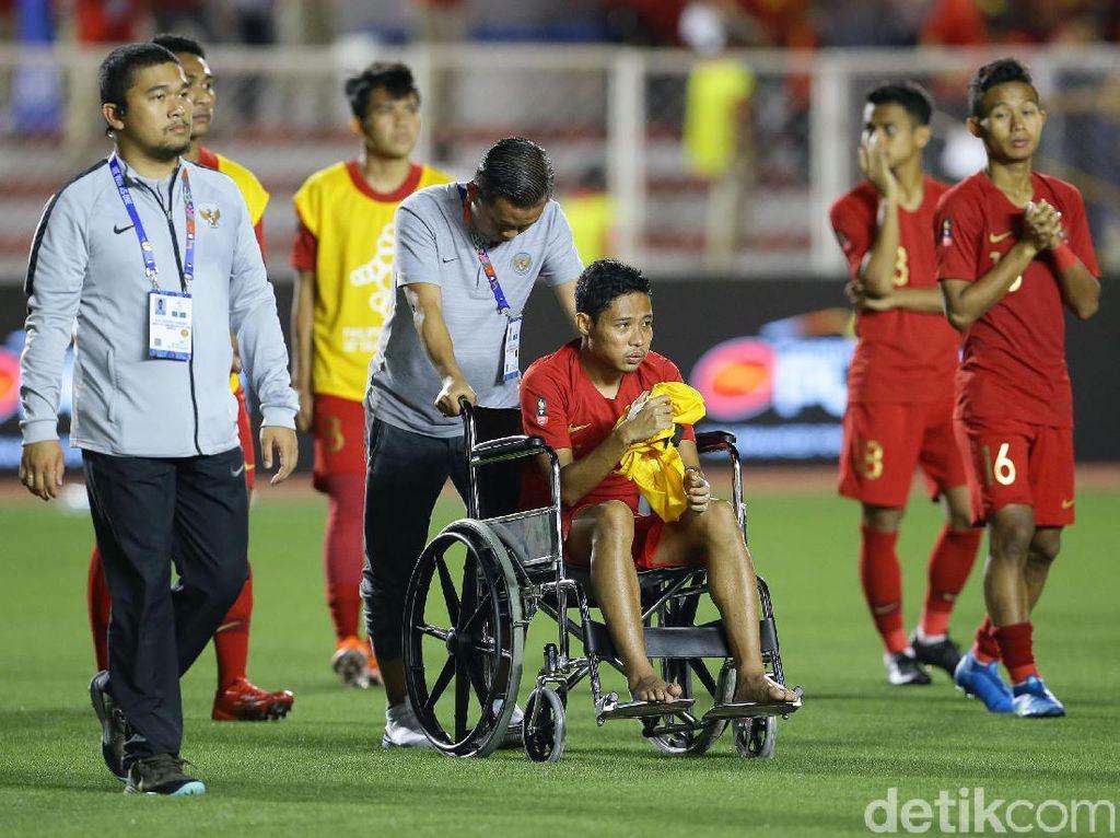 Potret Evan Dimas di Kursi Roda Usai Dapat Tekel Kasar Pemain Vietnam