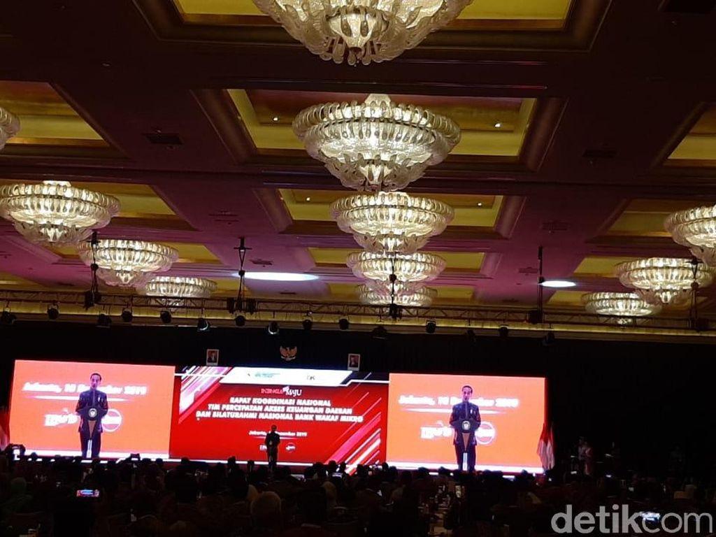 Buka Rakornas Bank Wakaf, Jokowi Target KUR Rp 325 T di 2024