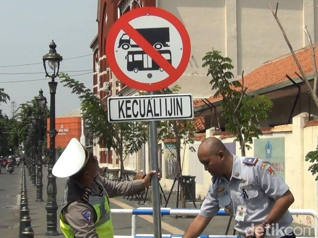 Pengumuman! Kendaraan Berat Dilarang Masuk Kota Lama Semarang