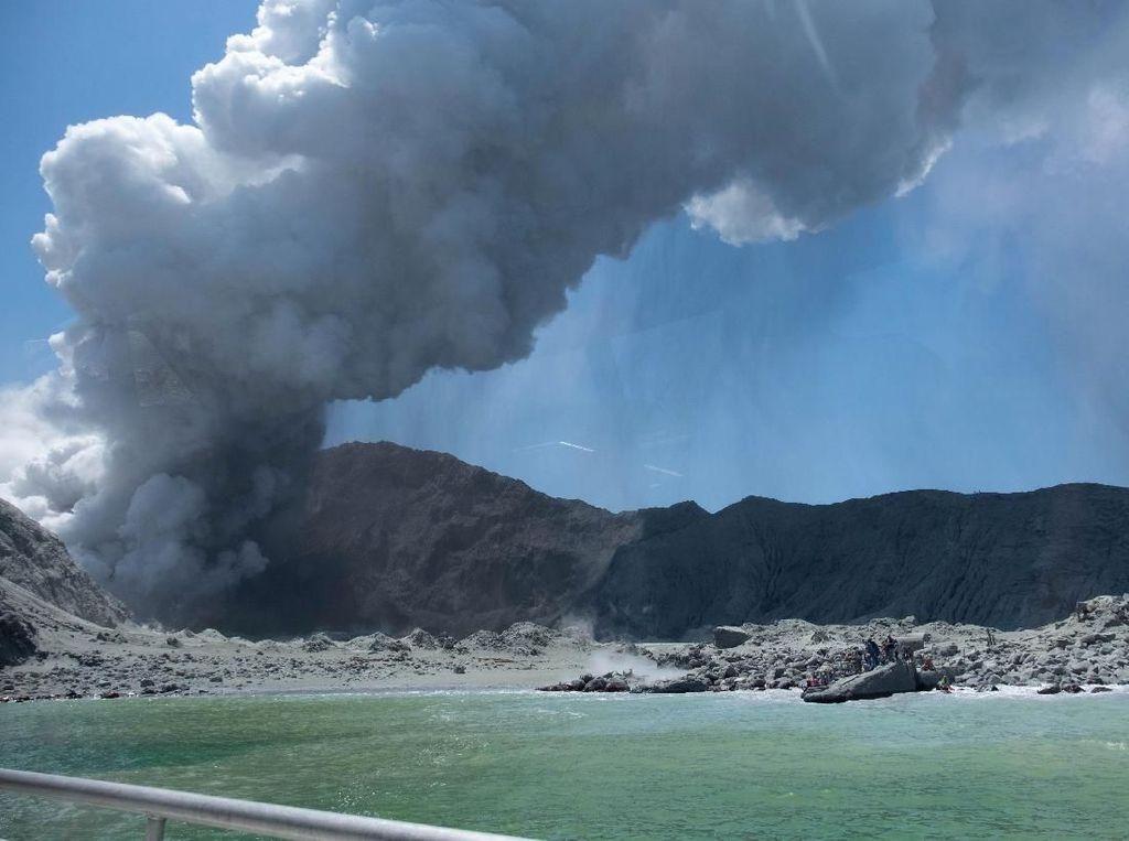 Puluhan Turis Asing di Dekat Gunung Api Selandia Baru Saat Erupsi Terjadi