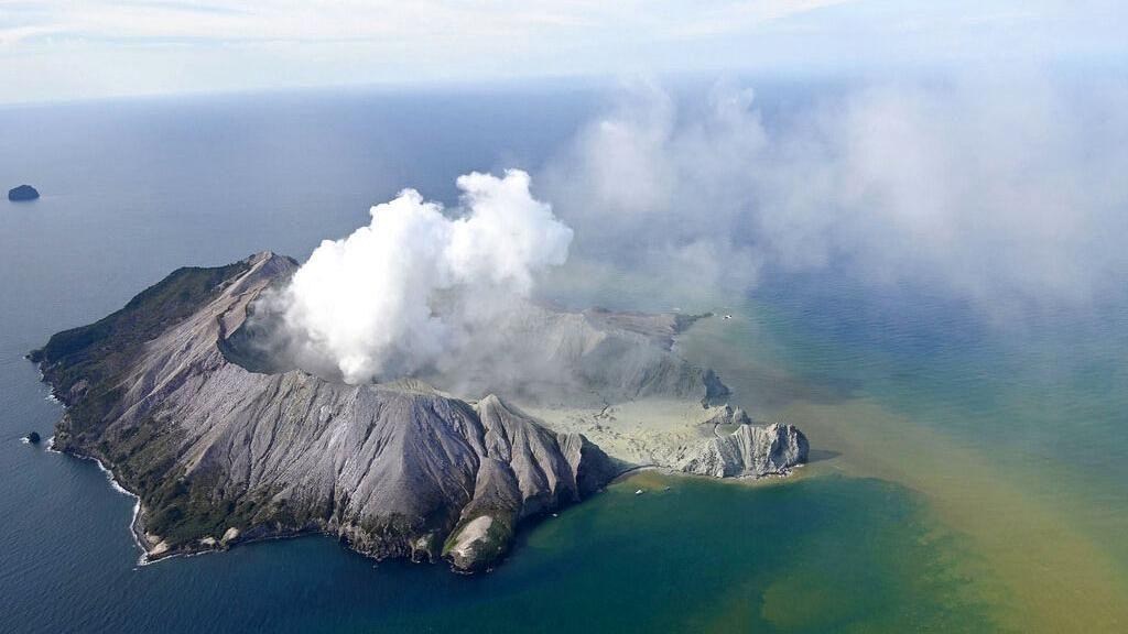 Penampakan Letusan Gunung Berapi di Selandia Baru