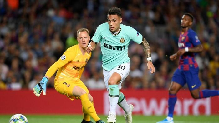 BARCELONA, SPAIN - OCTOBER 02: Lautaro Martinez of Inter Milan during the UEFA Champions League group F match between FC Barcelona and FC Internazionale at Camp Nou on October 02, 2019 in Barcelona, Spain. (Photo by Alex Caparros/Getty Images)