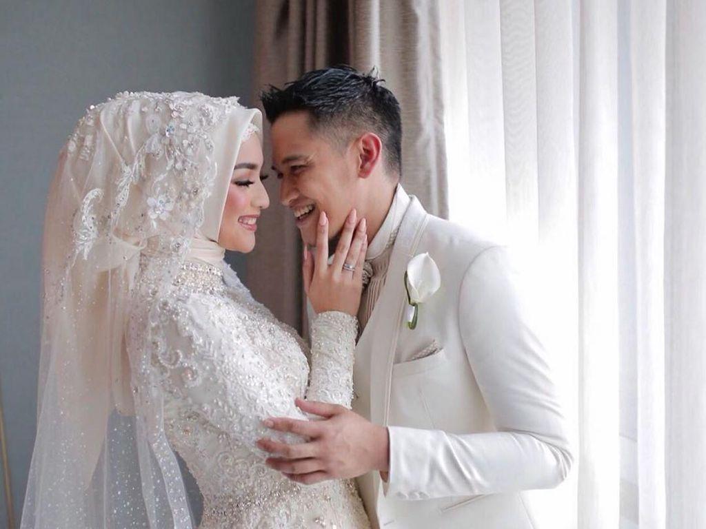 Inspirasi Gaun Pengantin Putih Citra Kirana di Resepsi Pernikahan