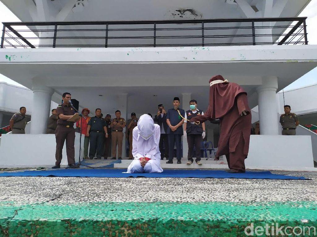 Temani Anggota TNI Nyabu di Hotel, Wanita di Aceh Dihukum Cambuk