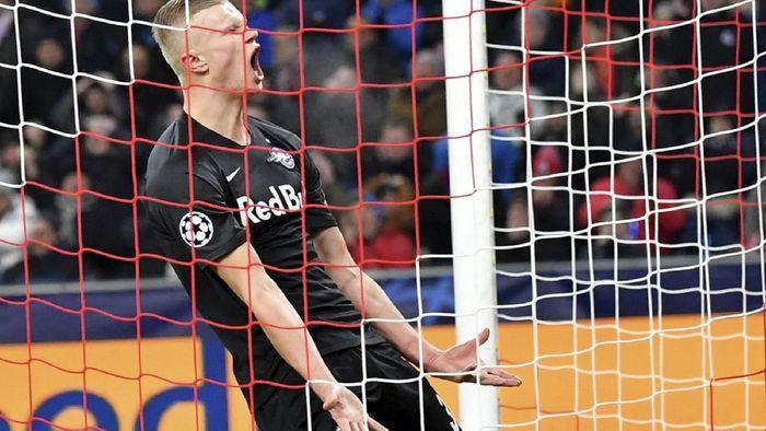 Erling Haaland meluapkan kekesalannya saat Red Bull Salzburg dikalahkan Liverpool (Foto: AP Photo/Kerstin Joensson)