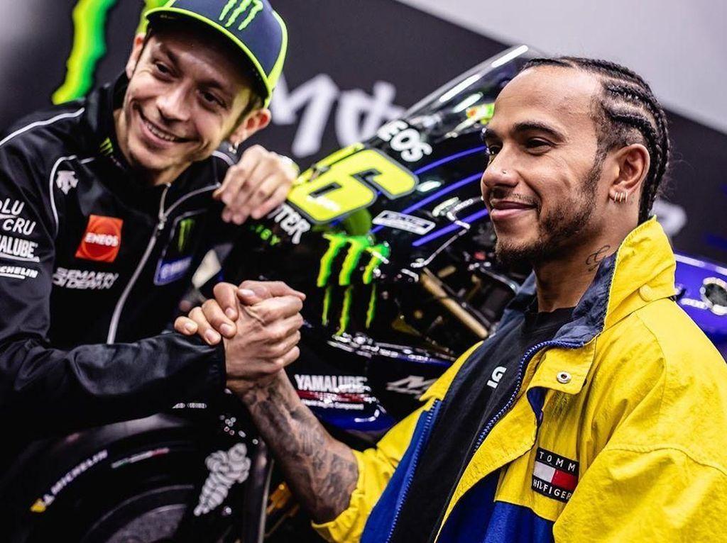 Lewis Hamilton Jatuh Saat Naik Motor Valentino Rossi?