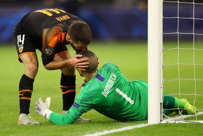 Valencia keluar dari lubang jarum untuk lolos ke 16 besar usai mengalahkan Ajax Amsterdam (Foto: Dean Mouhtaropoulos/Getty Images)