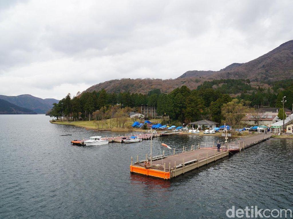 Liburan Akhir Tahun ke Jepang Bisa Lihat Danau Cantik Ini