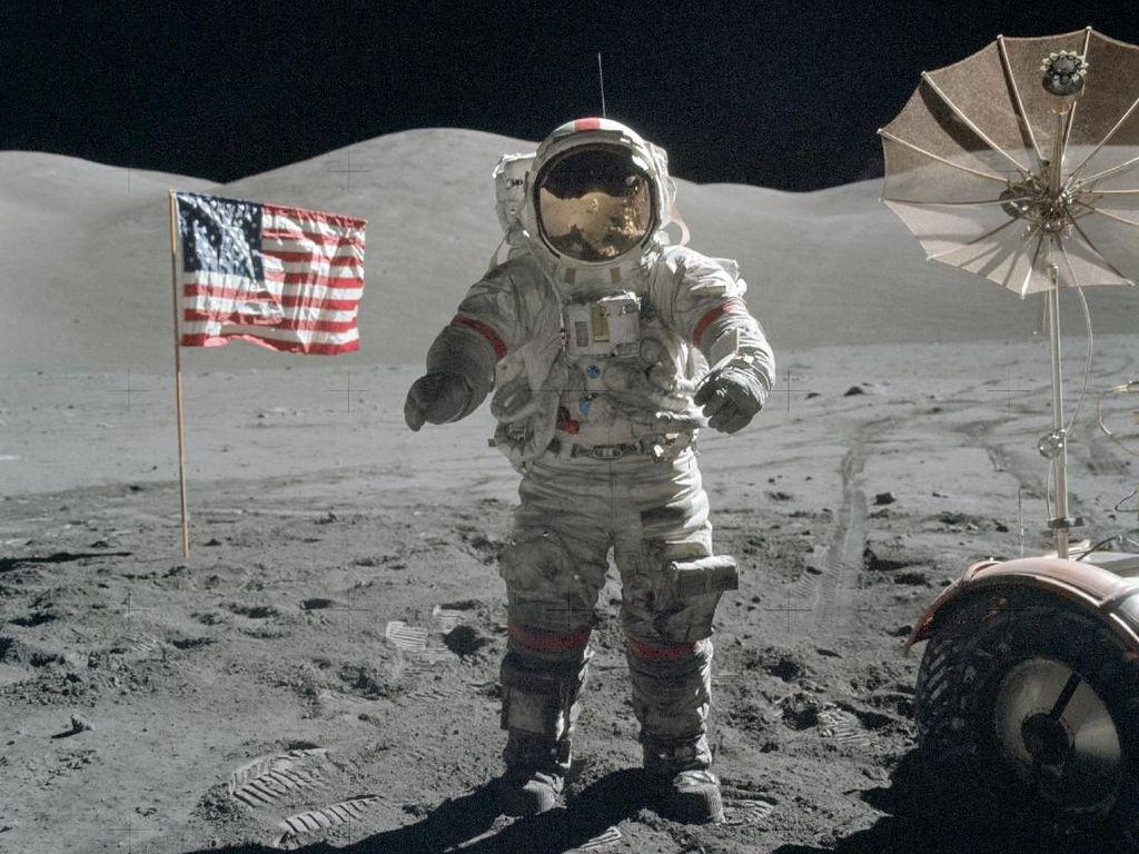 Cerita Manusia Terakhir yang Berjalan di Permukaan Bulan