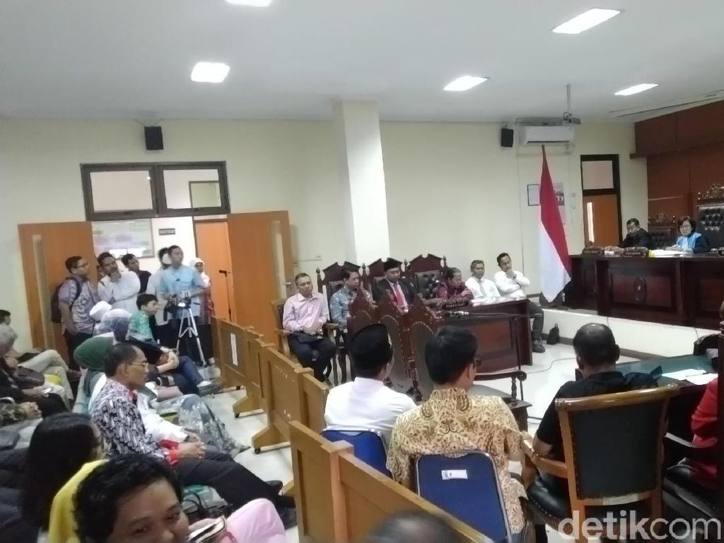 Gugatan Prof Suteki Terhadap Rektor Undip Diputuskan Hari ini