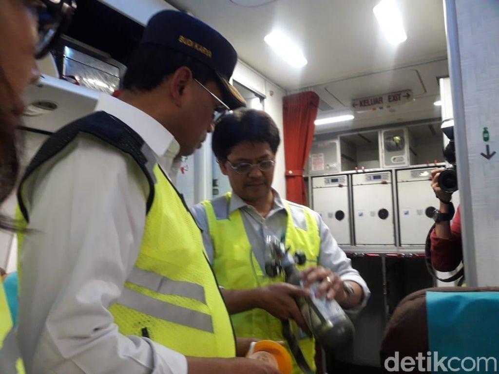 Jelang Libur Natal-Tahun Baru, Menhub Tinjau Ramp Check Pesawat di Soetta