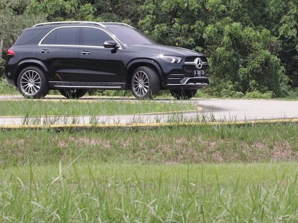 Mercedes-Benz Dituntut Rp 2,8 T karena Sunroof Mobil Meledak Tiba-tiba