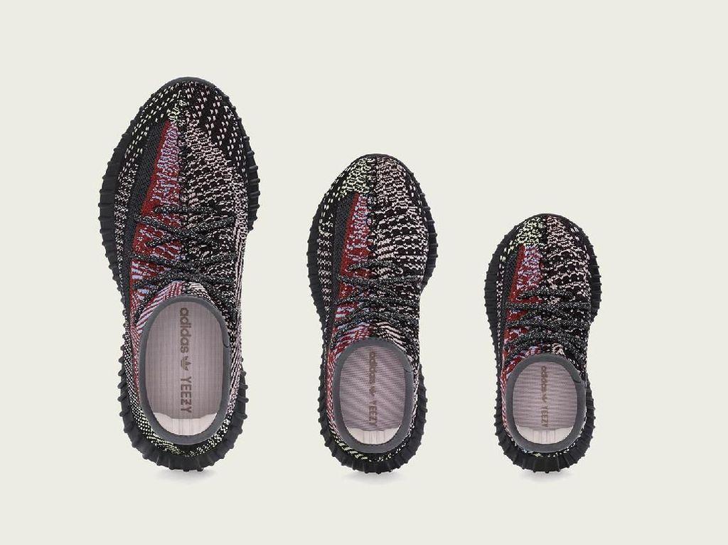 Fakta-fakta Sneakers Yeezy yang Bikin Orang Jakarta Rela Antre Sejak Malam
