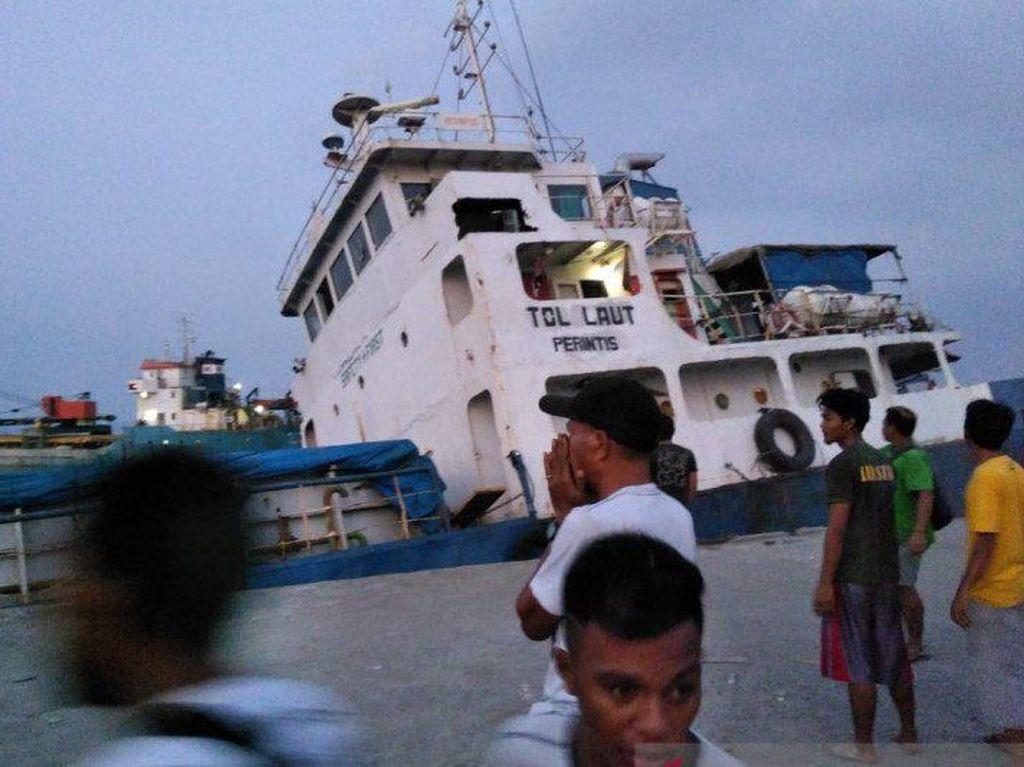 Kapal Pengangkut 1.700 Ton Semen Tenggelam di NTT