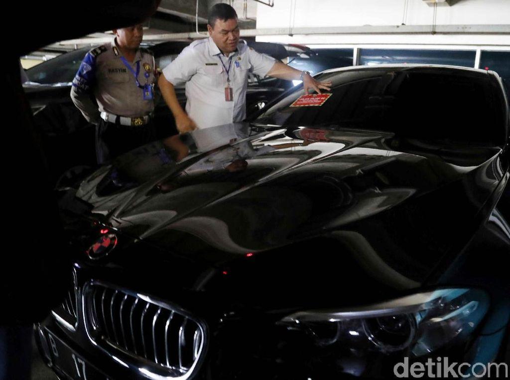 Mobil Mewah Nunggak Pajak Diburu Hingga ke Pusat Perbelanjaan