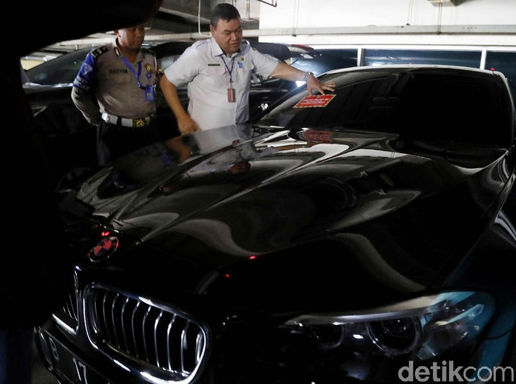 Tunggak Pajak, STNK 114 Unit Mobil Mewah Diblokir