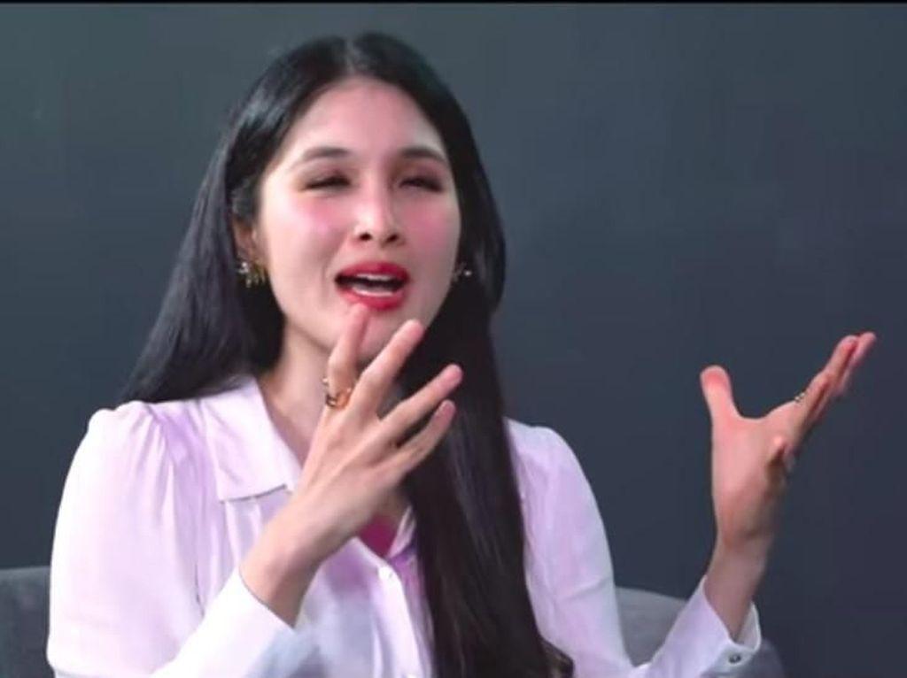 Cara Sandra Dewi Atasi Stres Jaga Anak