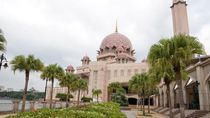 Cantiknya Masjid Pink Kebanggaan Malaysia
