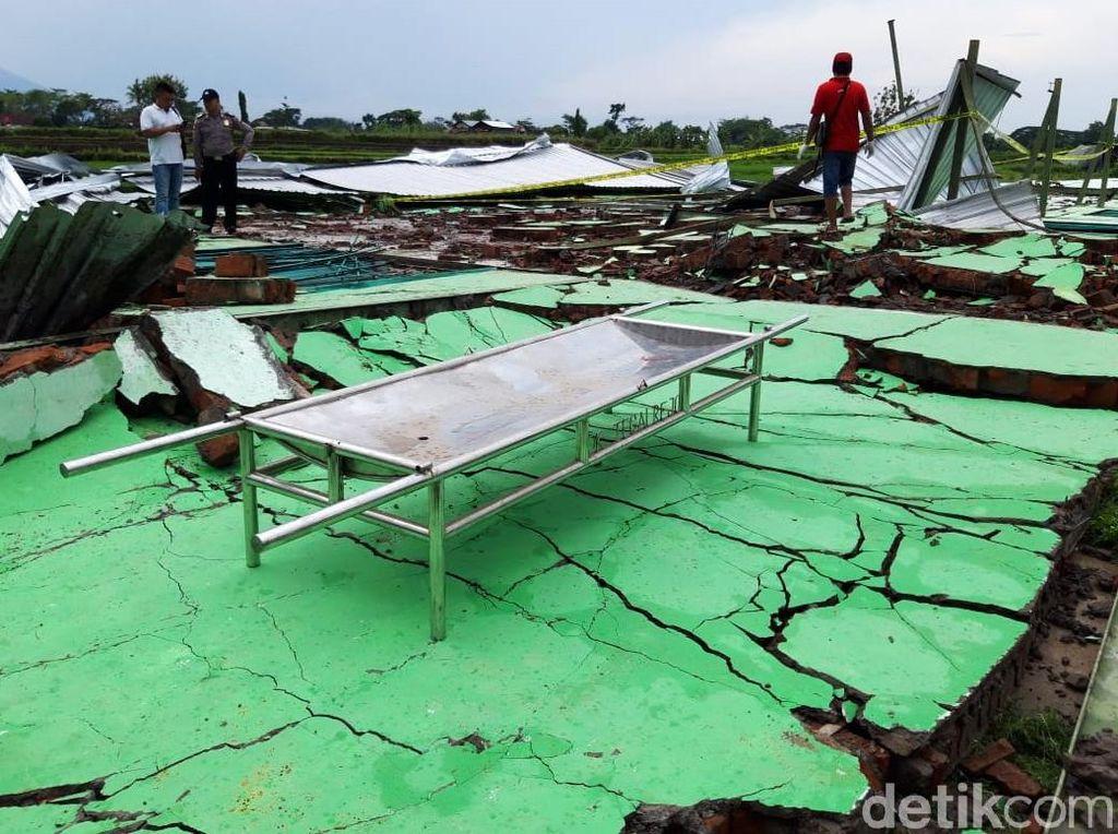 Potret Bangunan di Boyolali yang Ambruk Disapu Puting Beliung