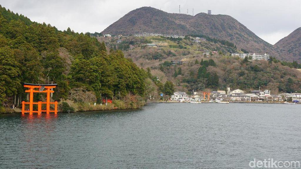Foto: Potret Danau Jepang yang Cantik di Musim Dingin