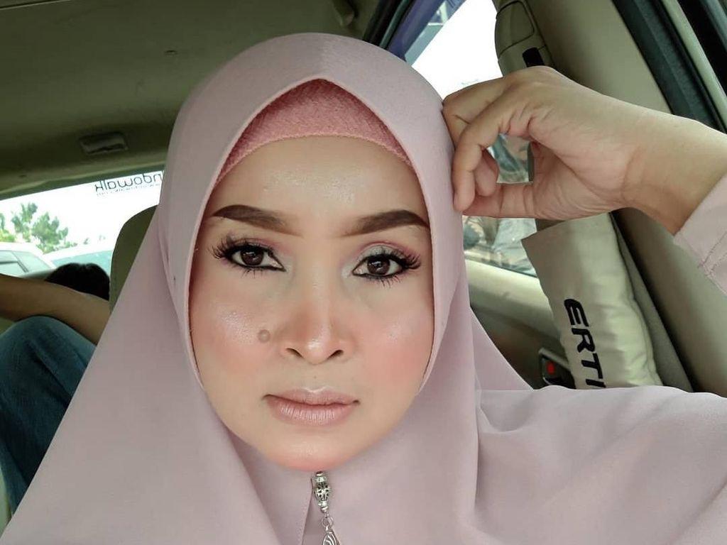 Viral Emak-emak Jago Makeup, Perubahan Setelah Dandan Pangling Banget