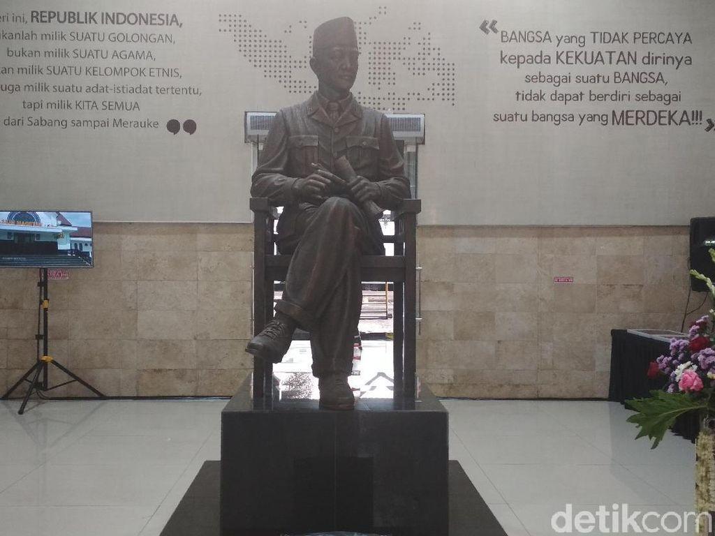 Stasiun Blitar Kini Dihiasi Patung Bung Karno