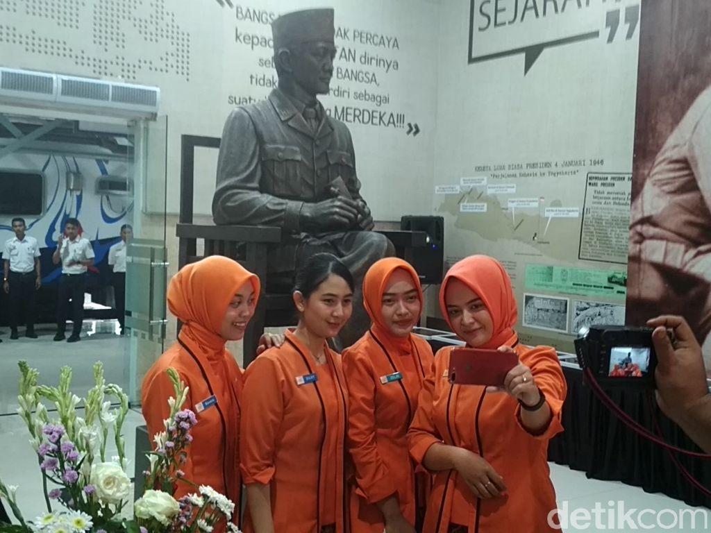 Ada Patung Bung Karno Siap Sambut Penumpang di Stasiun Blitar