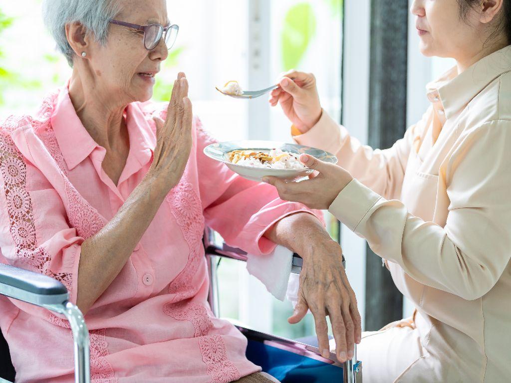 Jangan Anggap Remeh Penurunan Nafsu Makan Saat Lansia