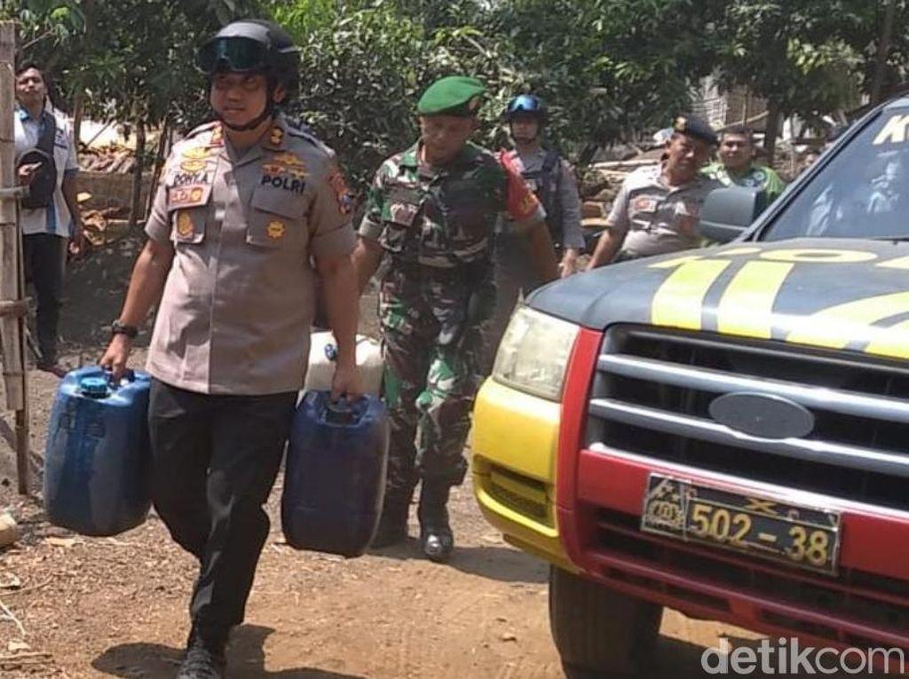 Belasan Desa di Pasuruan Masih Krisis Air, Polisi Terjunkan Water Canon