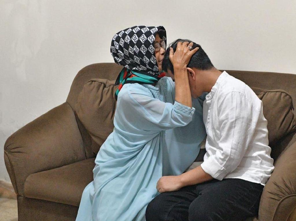 Meninggal Hari Ini, Ibunda Jokowi Disebut Mengidap Kanker Tenggorokan